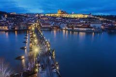 Praga, wiew Lesser Bridge Tower Charles Bridge Karluv más y castillo de Praga Fotografía de archivo libre de regalías