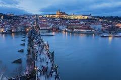 Praga, wiew Lesser Bridge Tower Charles Bridge Karluv más y castillo de Praga Fotos de archivo libres de regalías