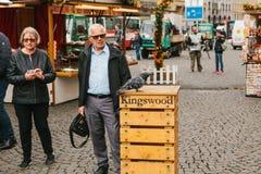 Praga, Wrzesień 25, 2017: Świętowanie jesieni żniwa rynku Uliczny tradycyjny rynek w miasto kwadracie z Fotografia Royalty Free