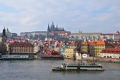 Praga y castillo de Praga Imagen de archivo