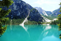 Pragser Wildsee en las dolomías Italia Imagen de archivo libre de regalías