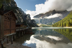 Pragser Wildsee (Lago di Braies) Immagine Stock