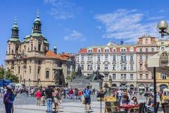 PRAGUA TJECKIEN 30 06 Gammal fyrkant för stad 2018 En av de huvudsakliga dragningarna av Prague royaltyfri fotografi