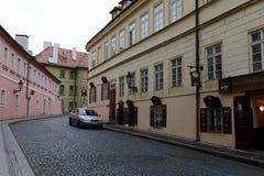 Prague är en stad, och huvudstaden av Tjeckien är en traditionell europeisk kulturell mitt GataKampa för Na Kampe ö, Mal royaltyfri bild