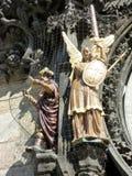Prague astrologisk klocka, detalj av statyer, Tjeckien arkivfoton