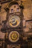 Prague astronomisk klocka på den gamla stadfyrkanten Arkivbild