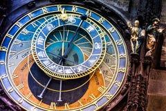 Prague astronomisk klocka på det gamla stadshuset royaltyfri bild