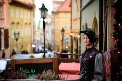 PRAGUE 07 AV DECEMBER, docka i den Prague gatan, 2016, Czcech republik Royaltyfri Foto