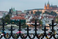 Prague bak ett staket Arkivfoton