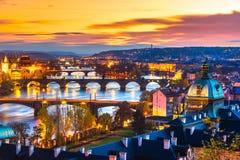 Prague broar över den Vitava floden, Tjeckien Royaltyfri Bild