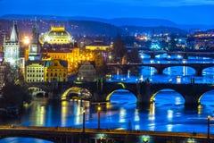 Prague broar över den Vitava floden, Tjeckien Arkivbilder