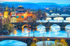 Prague broar över den Vitava floden, Tjeckien Royaltyfri Fotografi
