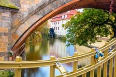 Prague Certovka flod gränsmärke, tjeck, Europa royaltyfri bild