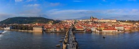 Prague Charles Bridge på dagen Royaltyfri Foto