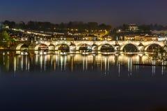 Prague Charles bro i afton Arkivbild