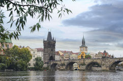 Prague - Charles bro, Tjeckien Arkivfoto