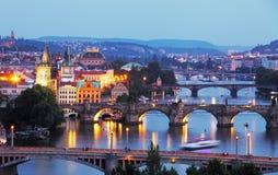 Prague cityscape på natten Arkivfoto