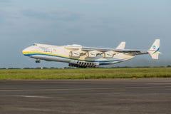 PRAGUE CZE - MAJ 12: Antonov 225 flygplan på flygplatsen Vaclava Havla i Prague, Maj 12, 2016 PRAGUE, TJECKIEN Det är det stort Arkivbilder