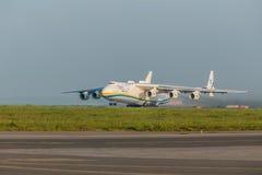 PRAGUE CZE - MAJ 12: Antonov 225 flygplan på flygplatsen Vaclava Havla i Prague, Maj 12, 2016 PRAGUE, TJECKIEN Det är det stort Fotografering för Bildbyråer