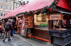 PRAGUE, CZECH REPUBLIC - DEC 23 : traditional christmas.Tourists Stock Images
