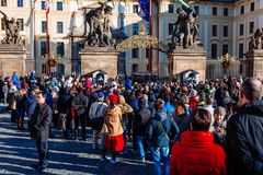 PRAGUE, CZECH REPUBLIC - DECEMBER 23, 2015 : Czechia people and foreigner travelers waiting for the Changing The Guard at gate fro Stock Image