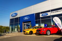 Cars in front of Ford motor company dealership building Royalty Free Stock Photography