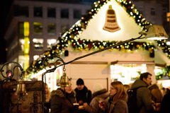 PRAGUE - 7 DÉCEMBRE : Décorations de marché en plein air de Noël, 2016 Images stock