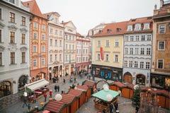 Prague December 13, 2016: Gammal stadfyrkant i Prague på juldagen Jul marknadsför i den huvudsakliga fyrkanten av staden Royaltyfri Fotografi