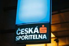 Prague December 24, 2016: Närbild av det glödande blåa banret av den tjeckiska banken - ceskasporitelna Royaltyfria Foton