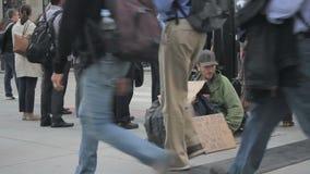 prague för hemlös manbild SAD gator arkivfilmer