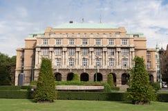 prague för byggnadscharles karolinum universitetar royaltyfria foton