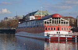 PRAGUE - FEBRUARI 23: Hotellfartyget Albatros Royaltyfria Foton