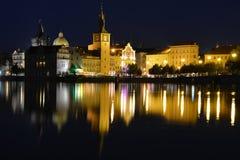 Prague gamla stad, sikt från den Vltava floden Arkivbilder