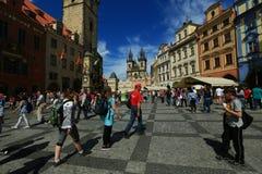 Prague gammal stad i försommar - Tjeckien royaltyfri fotografi