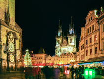 Prague gammal stadfyrkant under jultid, nattscape Royaltyfri Foto