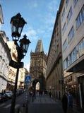 Prague gammal torntown för bro Arkivbild