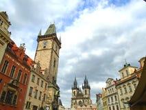 Prague gata mycket av folk och turister Arkivfoto