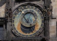 Prague - historiska Astronomical tar tid på Royaltyfri Foto