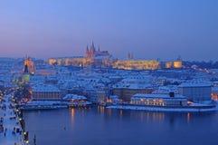 Prague i afton Arkivfoto