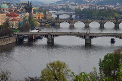 Prague i afton Arkivbild