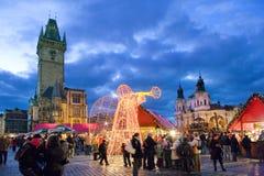 Prague jul marknadsför på gammal stadfyrkant i Prague, tjecktekniker Royaltyfria Bilder