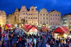 Prague jul marknadsför på gammal stadfyrkant i Prague, tjecktekniker Royaltyfri Foto