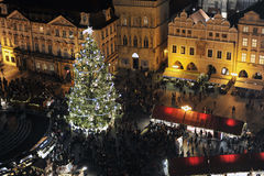 Prague julmarknad med en julgran Royaltyfria Bilder