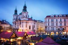 Prague julmarknad på gammal stadfyrkant Royaltyfria Foton
