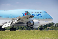 PRAGUE - JULY 01: Korean air airliner landing on July 1, 2015 in Prague, Czech Republic. The Boeing 747-400 Royalty Free Stock Images