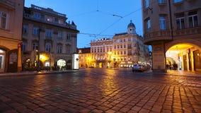 PRAGUE - JUNI 6: Skott för Tid schackningsperiod av natttrafik i mitten av Prague på Juni 6, 2017 i Prague lager videofilmer