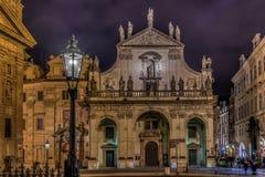 Prague Klementinum på natten royaltyfri bild