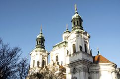 Prague kyrka av St Nicholas Royaltyfria Bilder