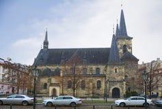 Prague Kyrkan av St Peter Arkivbild