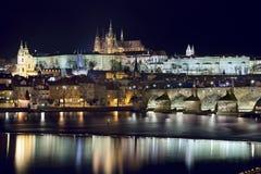Prague la nuit. Image libre de droits